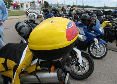 Nice yellow Vstrom with a matching yellow Givi top case.